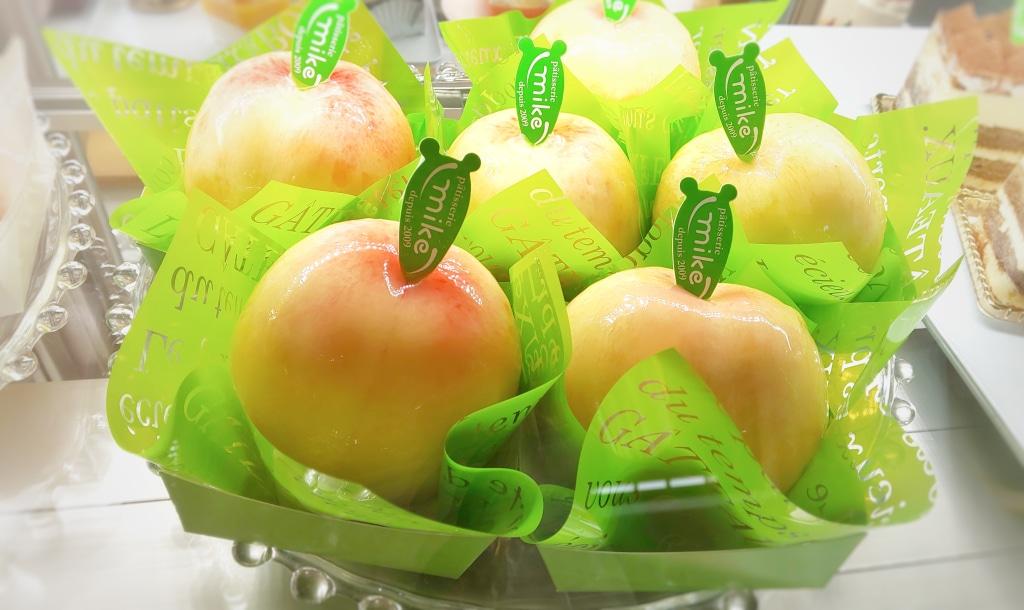 やまなし桃の日 産毛はかゆいけど 美味しさ極上の果物ですよね...