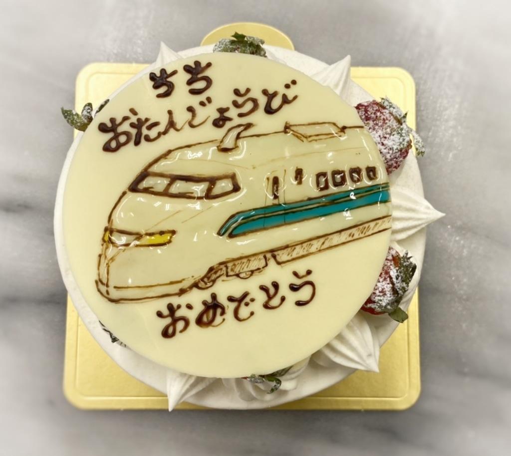 デコレーションケーキ  その歳のお誕生日は思い出に残してね...