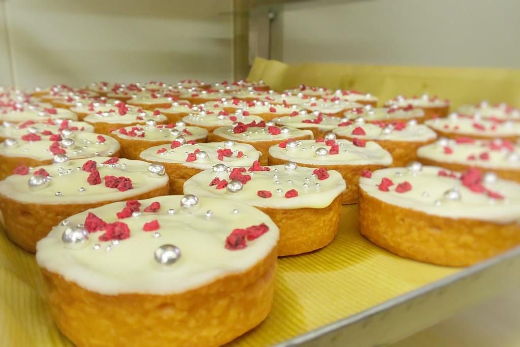 いろんな表現で菓子職人はお菓子を作ります...