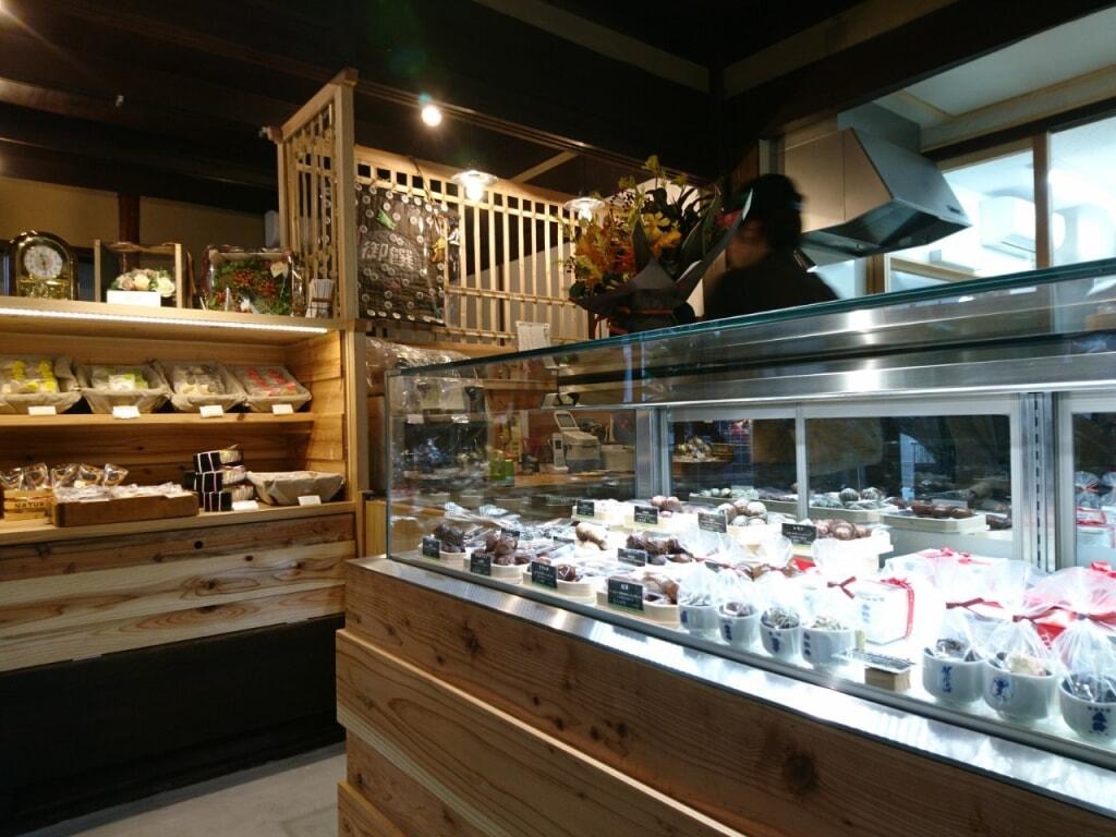 今日から営業を再開する【チョコレートのお店】の御饌カカオでは!グラニータ2種類も販売開始...